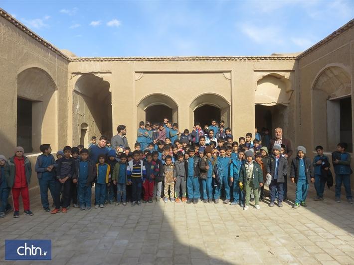 بازدید دانش آموزان مدارس فردوس از بناهای تاریخی