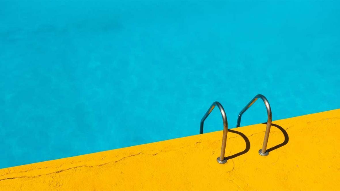 نگهداری استخر خانگی و آب استخر در چهار فصل سال چگونه است؟