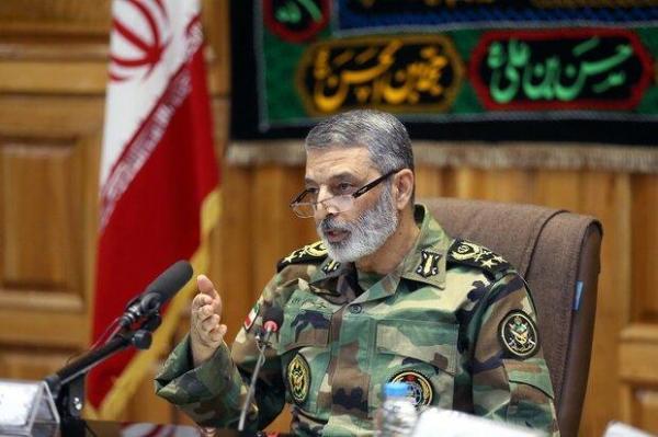ارتش در بحران ها و حوادث همواره در کنار ملت ایران است