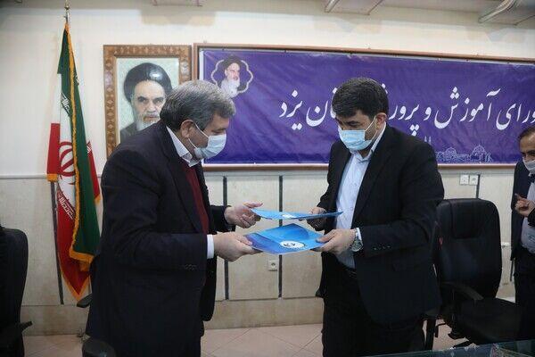 خبرنگاران استانداری یزد و وزارت آموزش و پرورش تفاهمنامه خرید تبلت امضا کردند