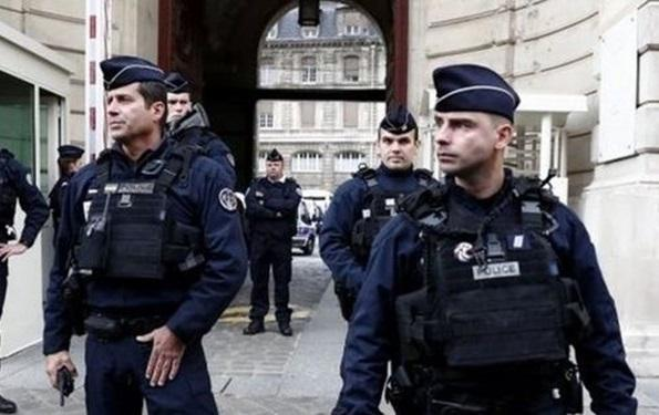 تیراندازی در مقابل یک بیمارستان در پاریس