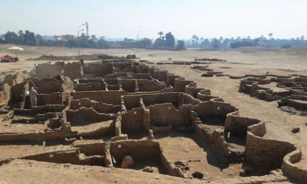 شهر طلایی گمشده مصر چگونه آشکار شد؟، شهر گمشده 3400 سال قبل توسط فرعون آمنهوتپ به فرزندش اهداء شد، فرعون سرکش مصر چرا شهر طلایی را رها کرد؟