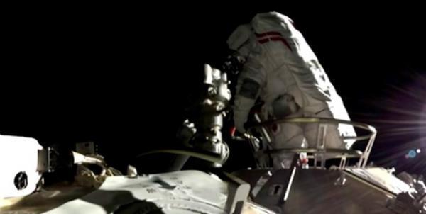نخستین پیاده روی فضایی چینی ها در ایستگاه خودشان انجام شد
